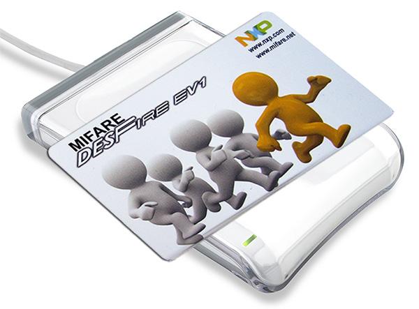 MIFARE DESFire EV1 Chipkarte auf Kartenleser, Kartenlesegerät